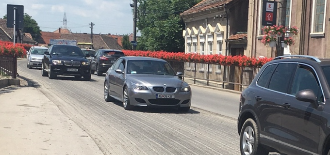 Lucrări de asfaltare pe o arteră importantă din Sebeş