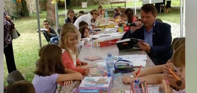 VIDEO: Primarul Dorin Nistor le-a citit povești micutilor prezenti la Grădinita de Vacantă