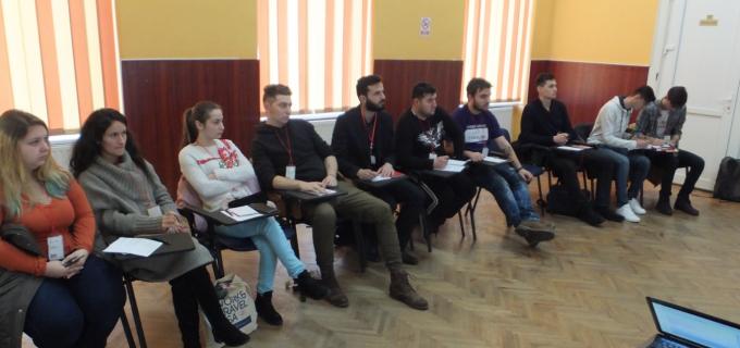 """10 tineri din Liga Studenților din Universitatea """"1 Decembrie 1918"""" – cursați în comunicare grație atelierului organizat de Casa de Cultură a Studenților Alba Iulia de Ziua Internațională a Voluntarilor"""