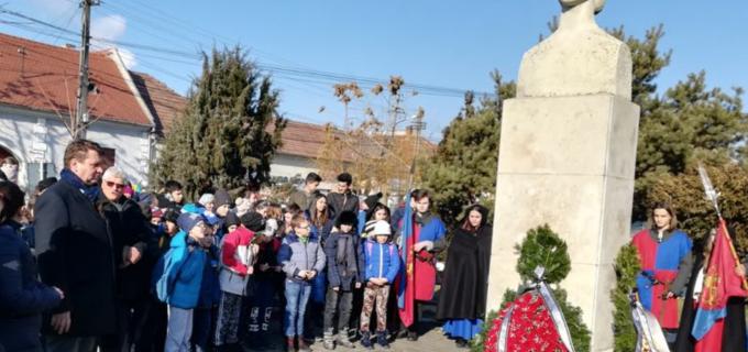 Manifestări culturale dedicate poetului Mihai Eminescu, la Sebeș!