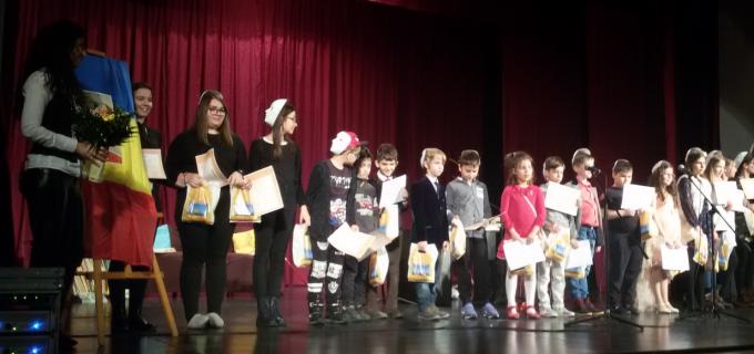 """Ziua Mondială a Scriitorilor a fost marcată la Sebeș prin spectacolul de teatru """"Cu sentimentele… pe față"""""""