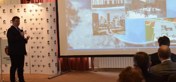 Conferință pe tema învățământului dual, în orașul cu șomaj zero. SEBEȘUL ESTE PREGĂTIT PENTRU A 4-A REVOLUȚIE INDUSTRIALĂ.