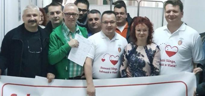 MUNICIPIUL SEBEŞ ÎNCURAJEAZĂ DONAREA DE SÂNGE Primarul Dorin Nistor şi viceprimarul Adrian Bogdan au donat azi sânge la Spitalul Municipal Sebeș